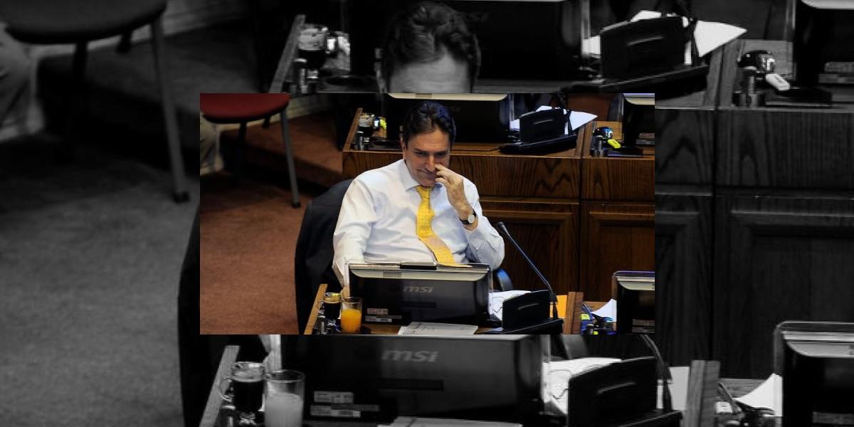 Senador Gómez aclara su vínculo con la U. del Mar y anuncia que no se inhabilitará