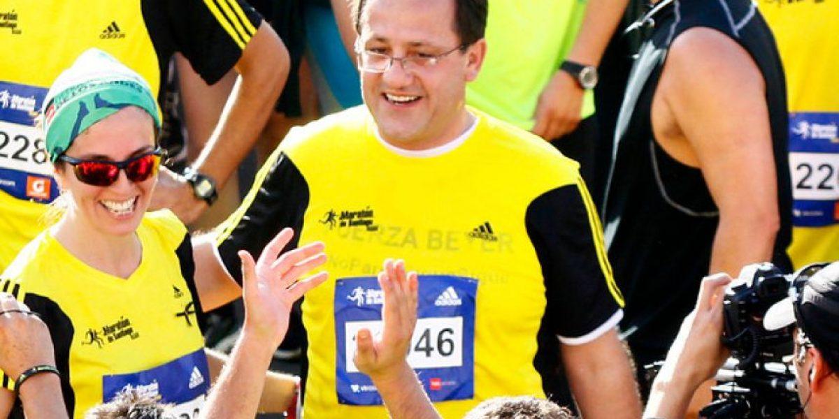 Suspendido ministro Harald Beyer corrió en la Maratón de Santiago