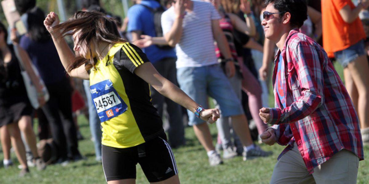 Esta chica llegó corriendo desde la maratón a Lollapalooza