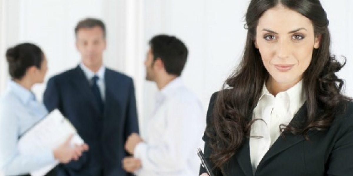 Las mujeres arremeten en el mundo laboral