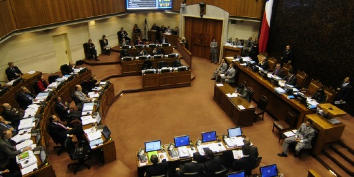 Senado rechaza reajuste a sueldo mínimo propuesto por el gobierno