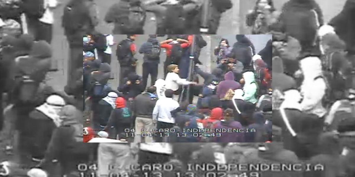 Marcha: Esta mujer increpa a encapuchados que provocaban desórdenes