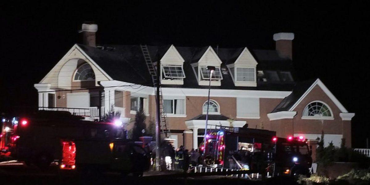 Imágenes de la casa del ex rector de la U. de Mar que sufrió un incendio