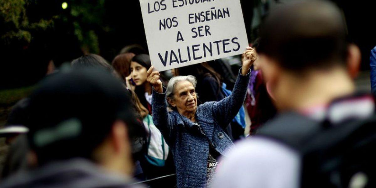 Carteles, abuelos, actores y disfraces: Fotos emblemáticas de la marcha