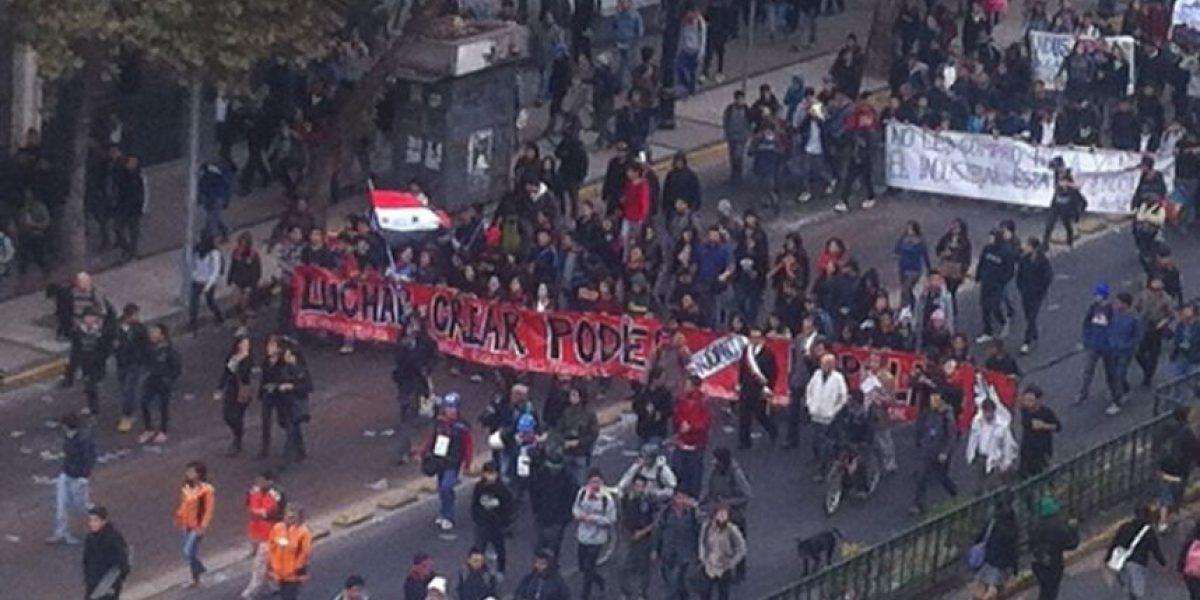 [FOTOS] Con una bandera gigante manifestantes marchan por Alameda