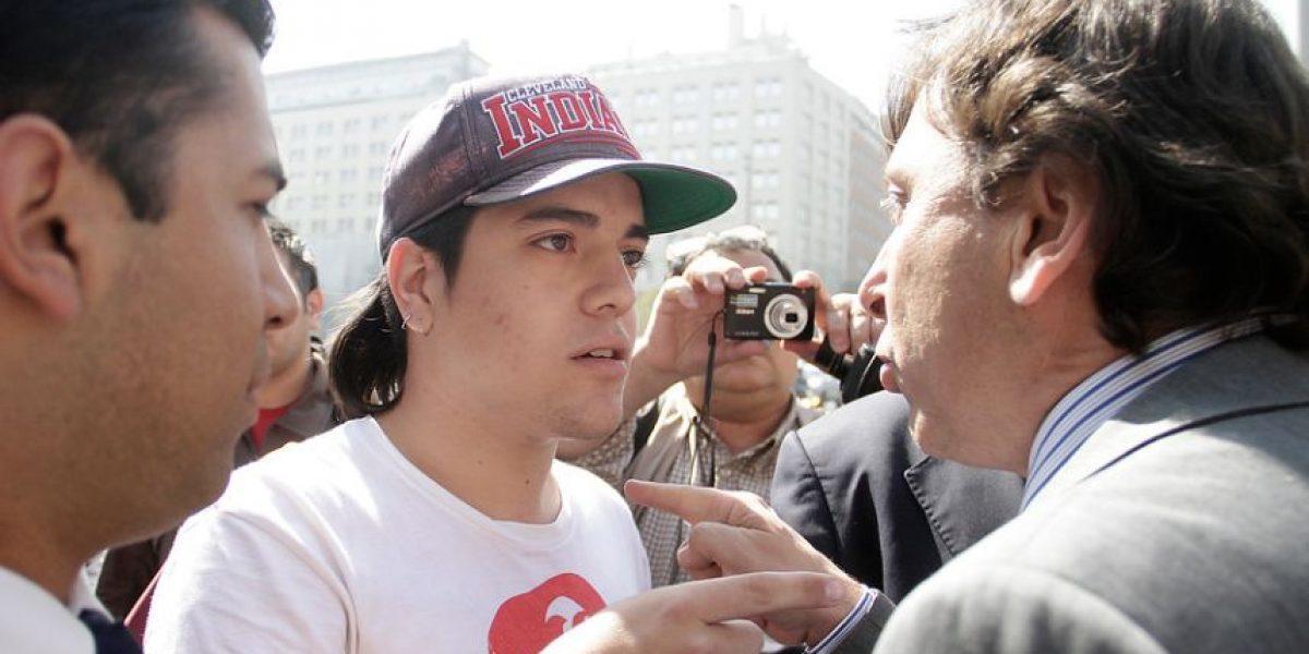 [FOTOS] Golborne encara a transeúnte que lo insultó frente a La Moneda