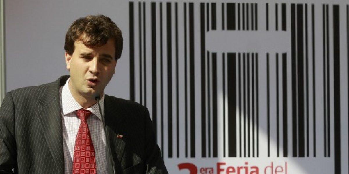 Sernac presenta demanda contra tres mutitiendas por comisiones ilegales