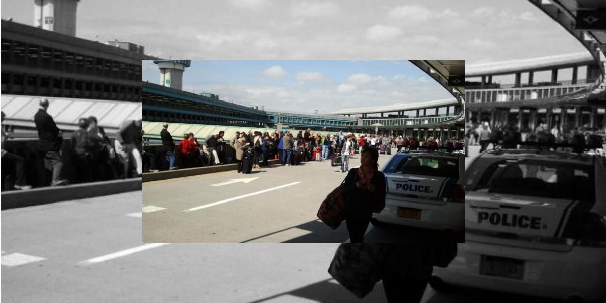 Evacúan aeropuerto de LaGuardia Nueva York tras el hallazgo de un paquete sospechoso