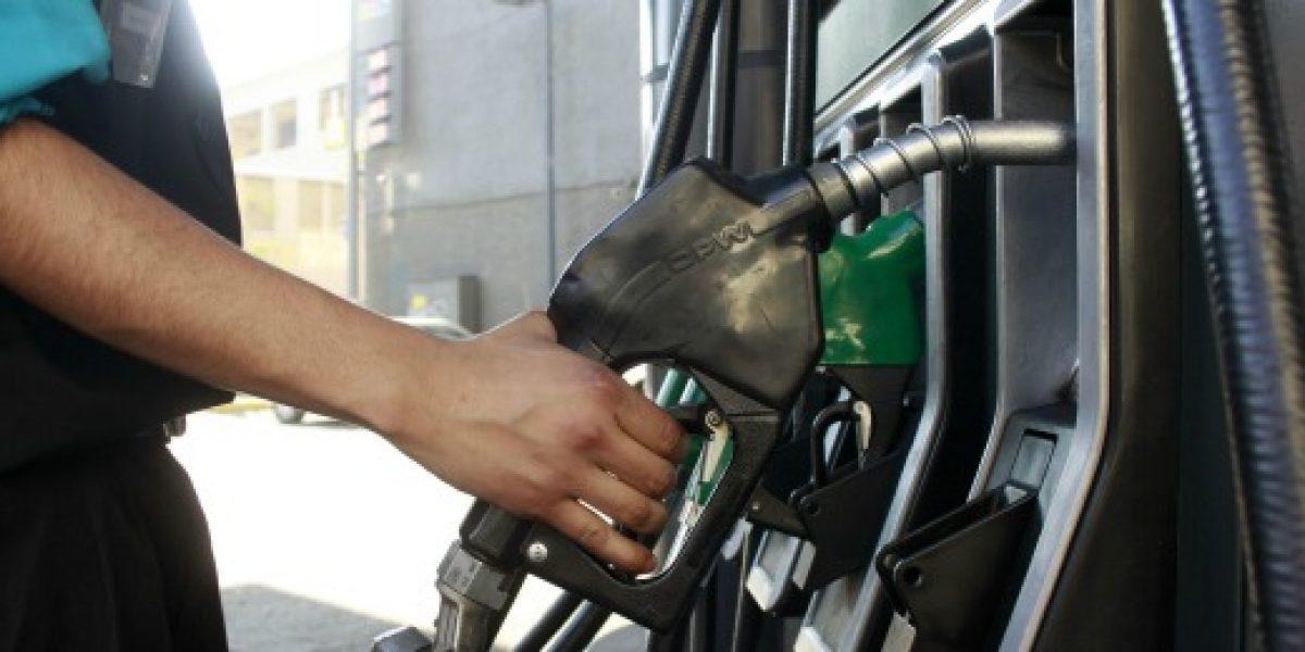 Nueva caída en precio de combustibles bajan en $17,5 por litro promedio