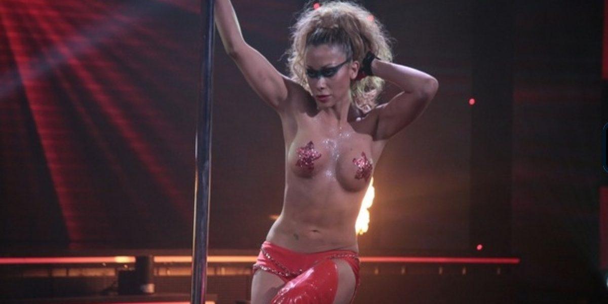 Yamna Lobos sorprende con topless en