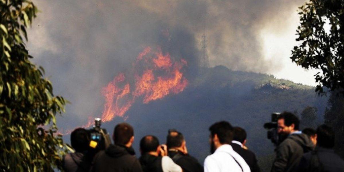 [FOTOS] Autoridades declaran alerta roja en Valparaíso por gigantesco incendio