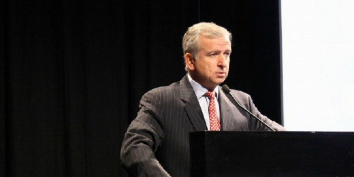 Larraín anuncia creación primer Consejo Asesor Fiscal