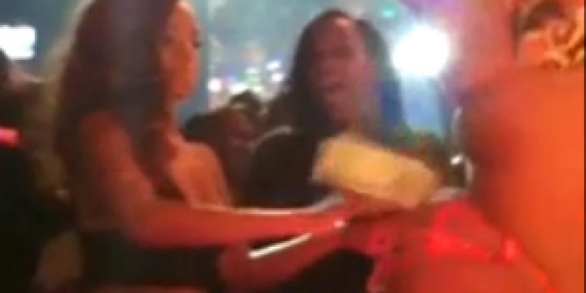 Muestran video de Rihanna al interior de centro noctuno con una stripper