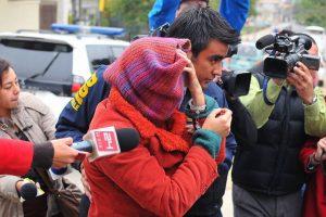 La PDI detuvo a cuatro supuestos miembros de una secta que operaba en la región de Colliguay, Región de Valparaíso, quienes, Según la Brigada de Brigada de Investigaciones Policiales Especiales (Bipe), habría participado en la incineración de un bebe vivo en el sector de Los Molinos, el pasado 23 de noviembre, por creer que era el anticristo. Foto:agencia uno. Imagen Por: