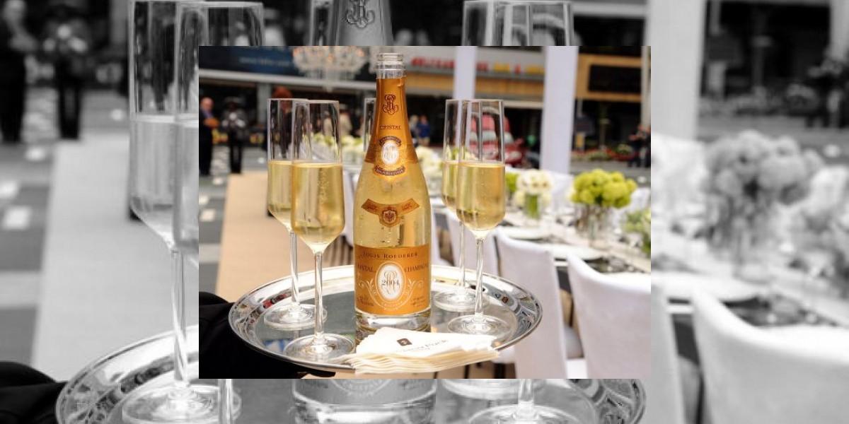 Mujer se traga un diamante de 5.000 dólares al beber copa de champán en EEUU
