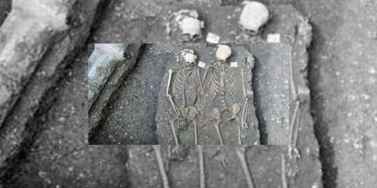 Ni la muerte los separó: Descubren tumba con una pareja tomada de la mano
