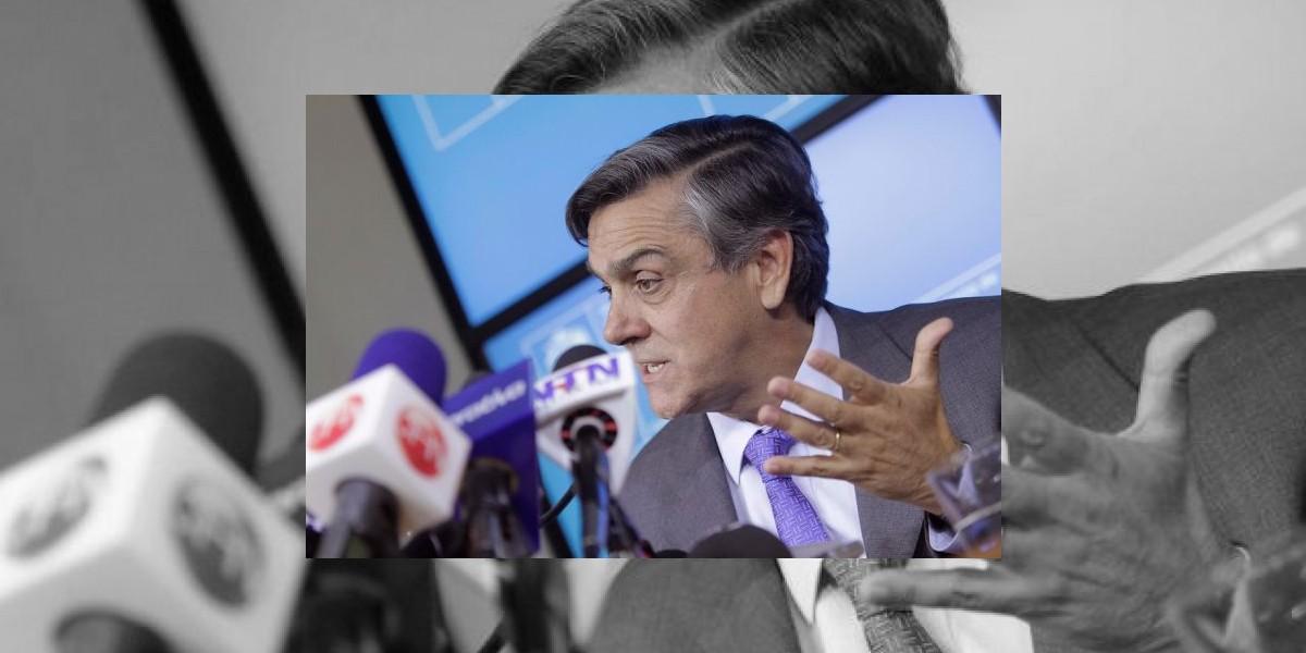 Ministro Pablo Longueira descarta renunciar por denuncias en el INE