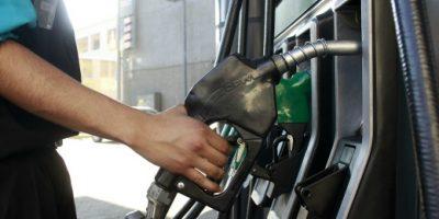 Econsult: $3 promedio por litro bajaría precio de bencinas la próxima semana