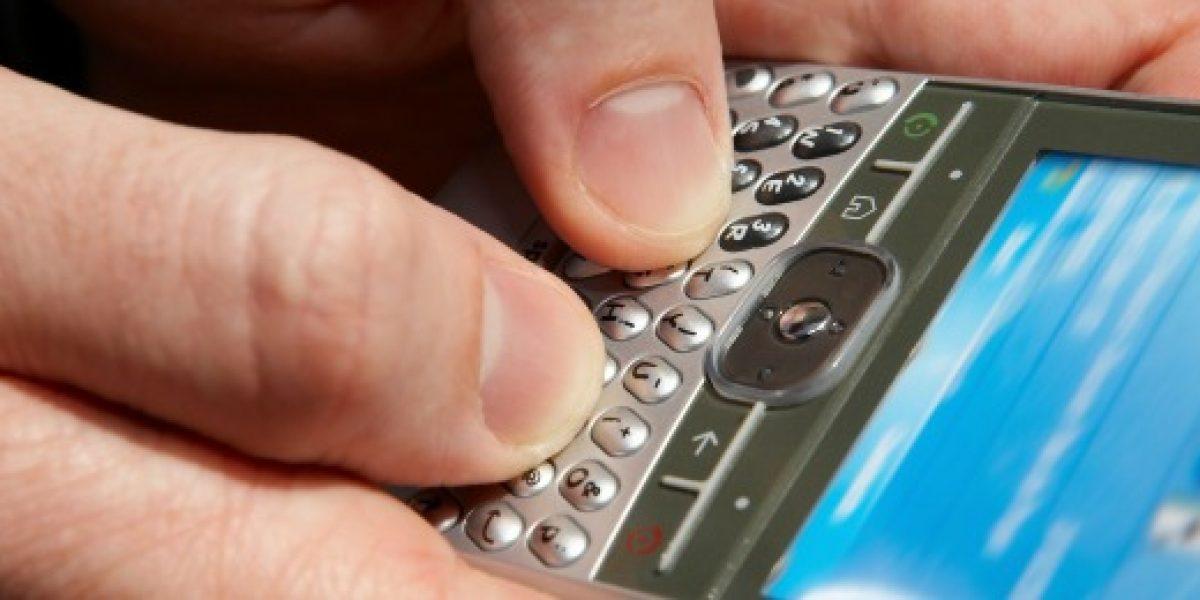 Sernac denuncia a tres compañías de telefonía móvil por enviar mensajes con publicidad a clientes