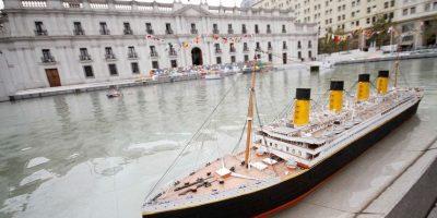 """[FOTOS] Con barcos a escala en pileta de La Moneda conmemoran """"Mes del Mar"""""""