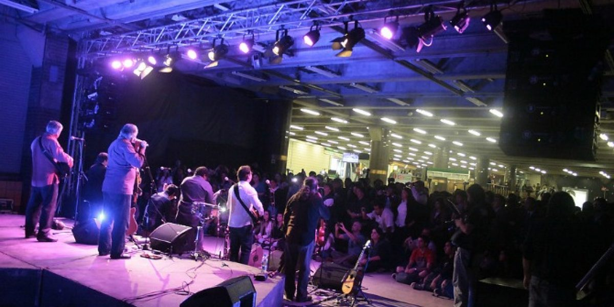 Inti Illimani sorprendió a los pasajeros del Metro con show musical