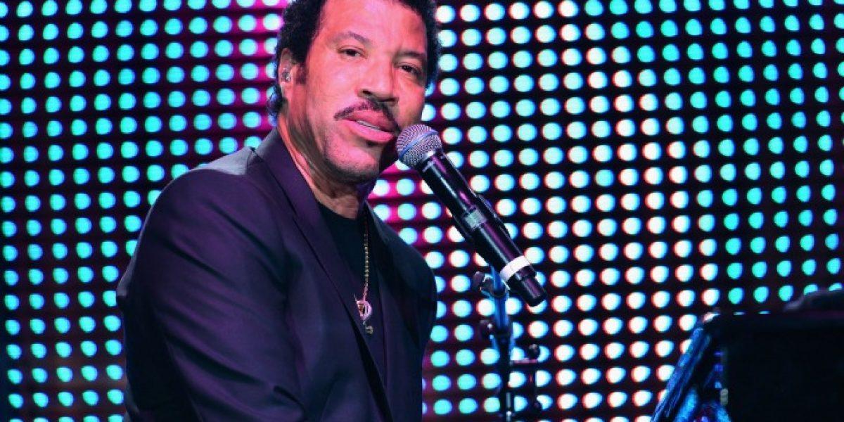 Lionel Richie defiende a Michael Jackson de nueva acusación de pedofilia