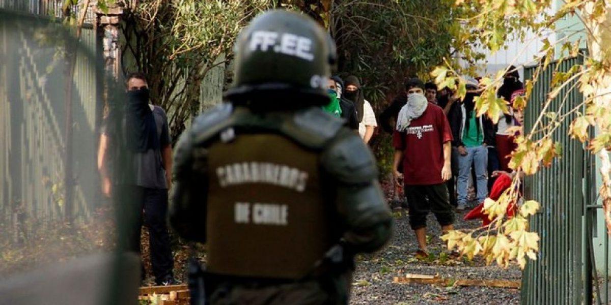FOTOS: Estudiantes de la UTEM se enfrentan a Carabineros