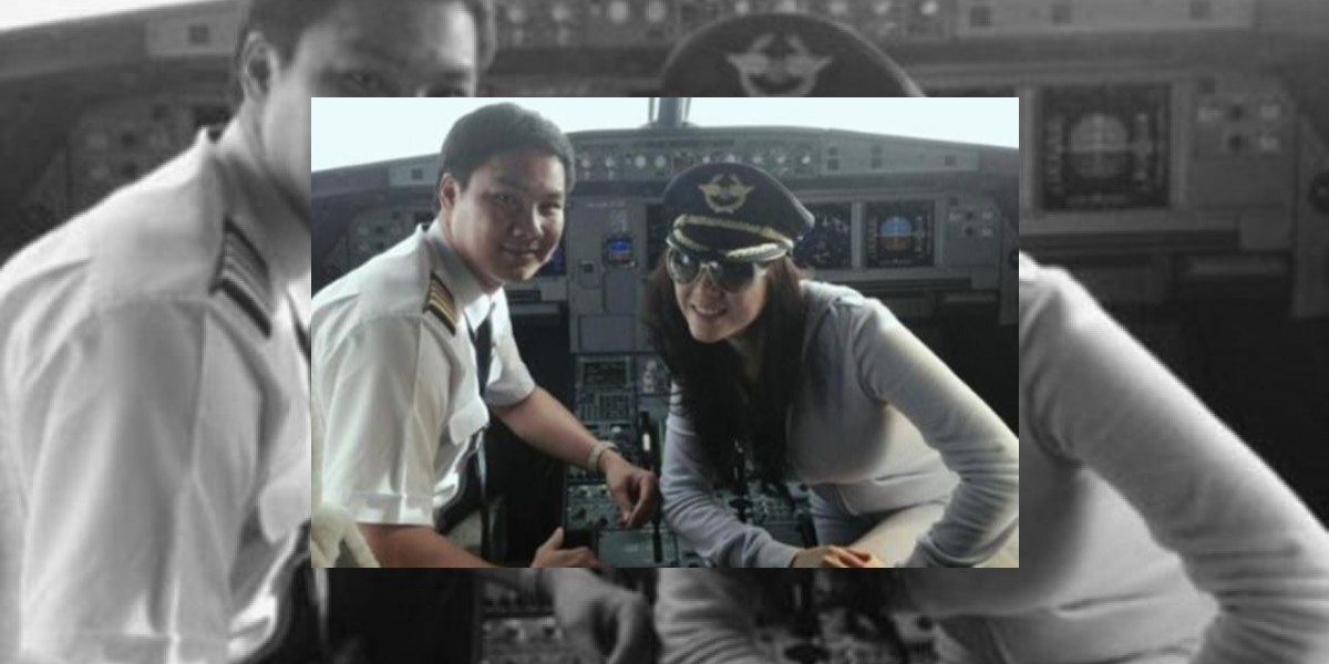 Multan a piloto por aparecer en esta foto junto a conocida actriz