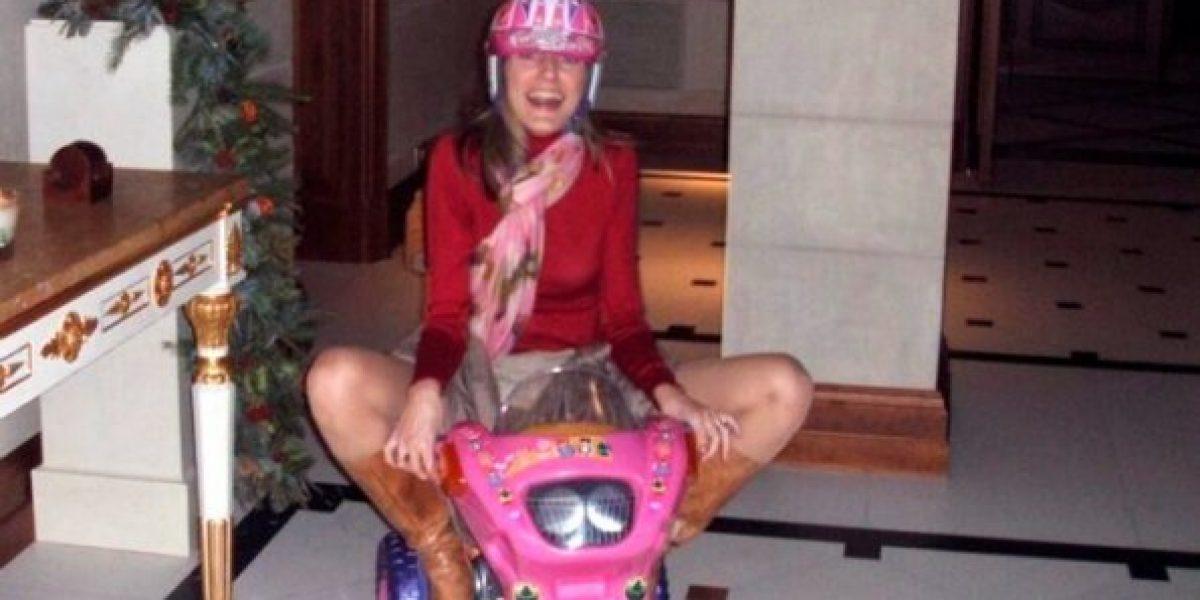Revuelo en España por fotos de los príncipes Letizia y Felipe en triciclo