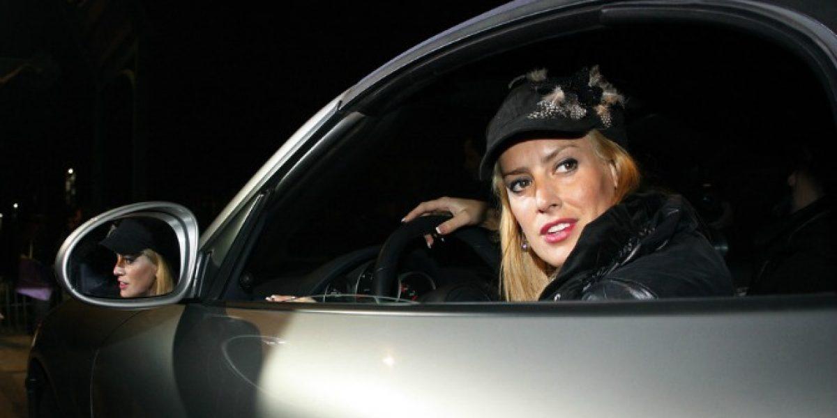 Adriana Barrientos chocó su lujoso Porsche blanco