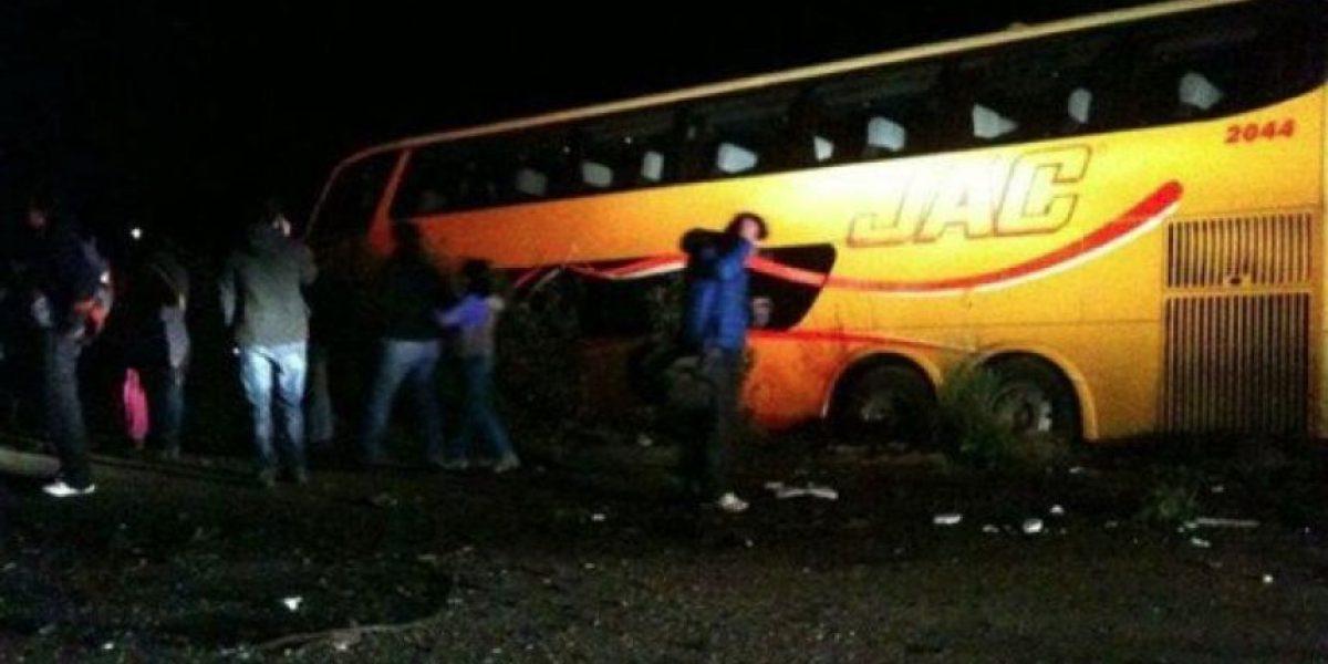 Tragedia en Valdivia: Choque entre bus y furgón deja al menos cinco muertos