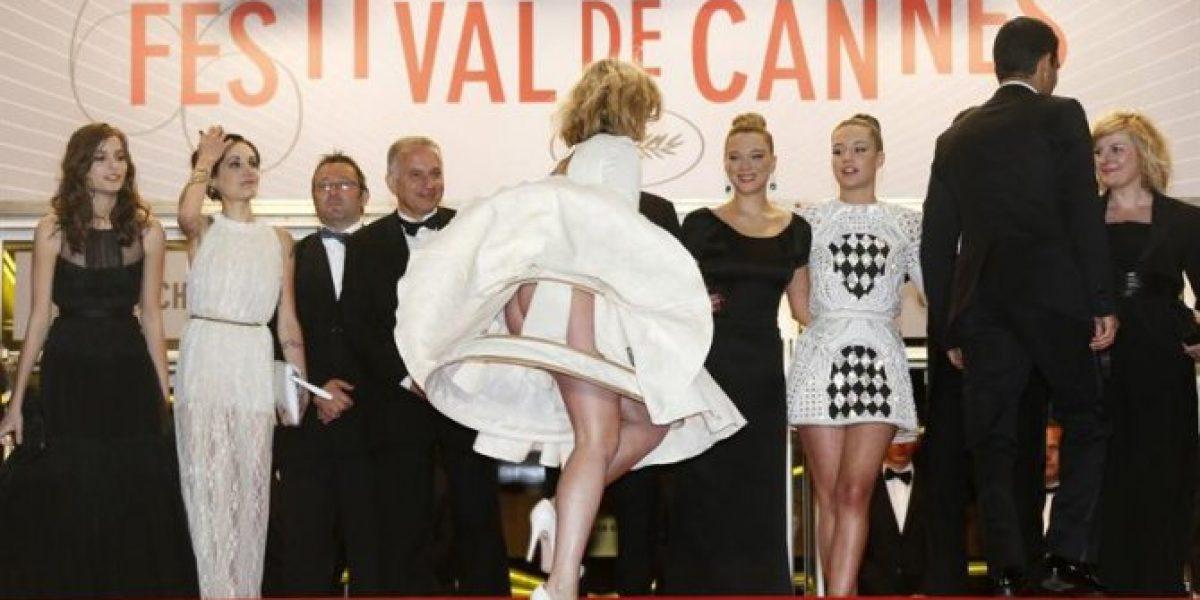 Invitada a Cannes sufre bochornoso episodio al subir escalera