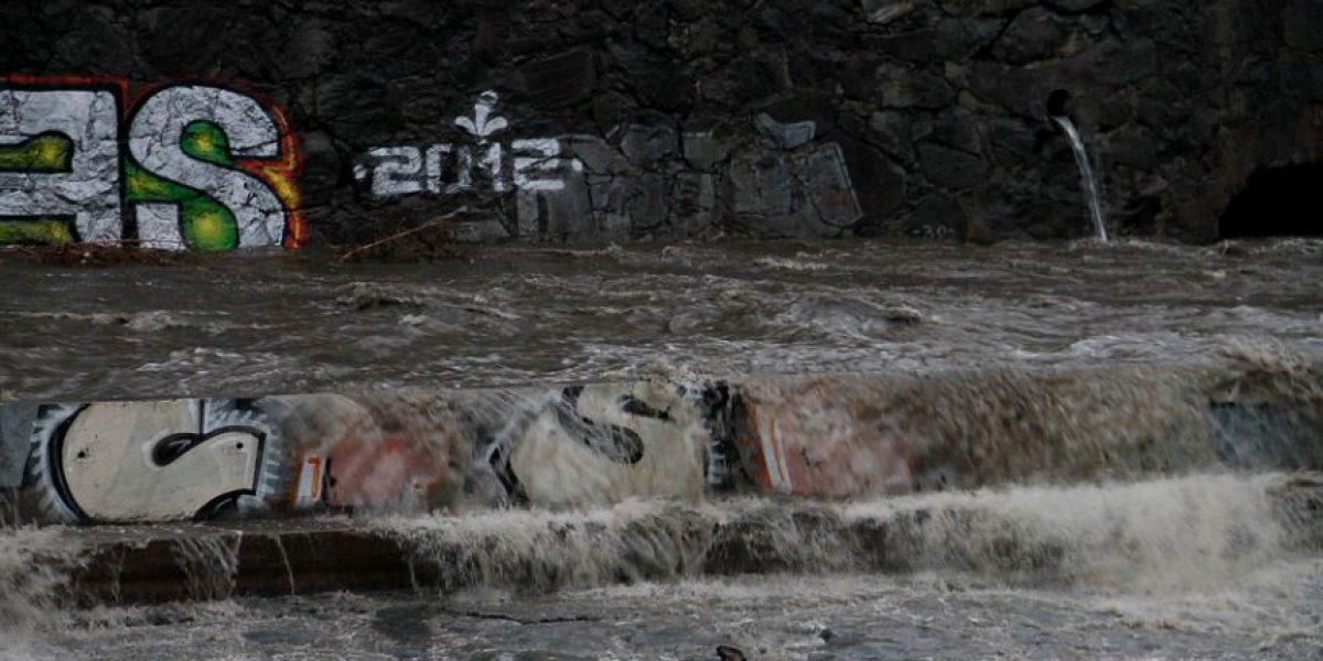 Fotos: Lluvias aumentan el caudal del río Mapocho