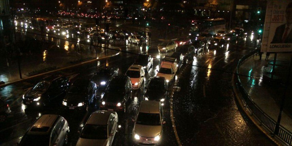 [FOTOS] Fuertes lluvias provocan atochamientos en varios sectores de la capital