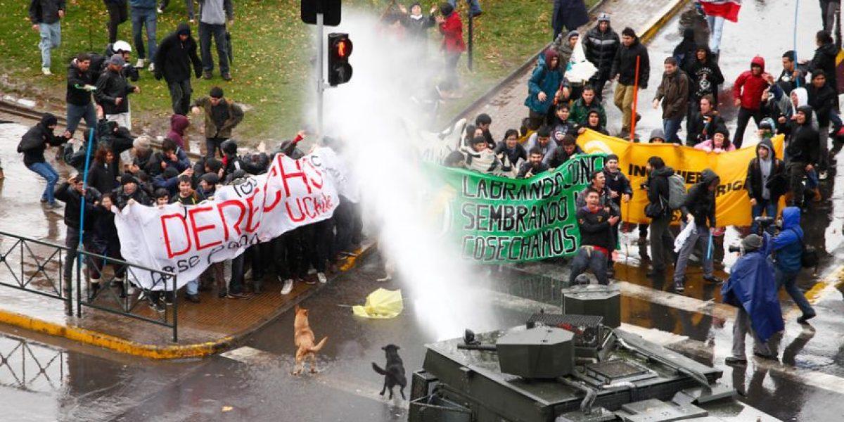 Fotos: Duro choque entre estudiantes y carabineros por marcha no autorizada