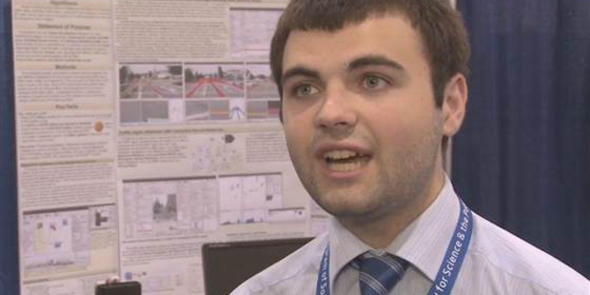 Joven de 19 años crea auto autónomo de bajo costo