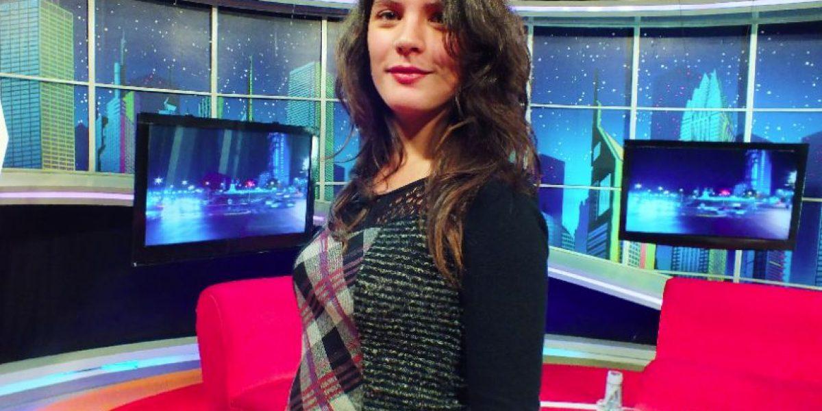 Camila Vallejo muestra su avanzado embarazo y respalda apoyo del PC a Bachelet