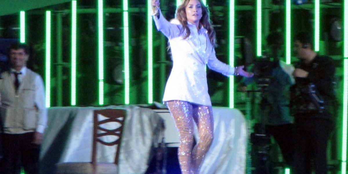 Jennifer López se disculpa tras cantar para el presidente de Turkmenistán