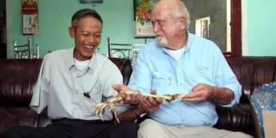 Doctor le devolvió brazo amputado hace 40 años a un soldado de Vietnam