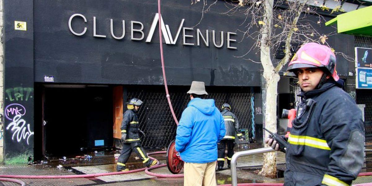 [FOTOS] Incendio en Alameda afectó a la discoteque Avenue