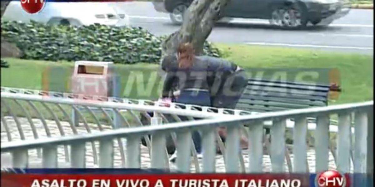 [FOTOS] Delincuentes asaltan a turista en Providencia frente a cámaras de TV