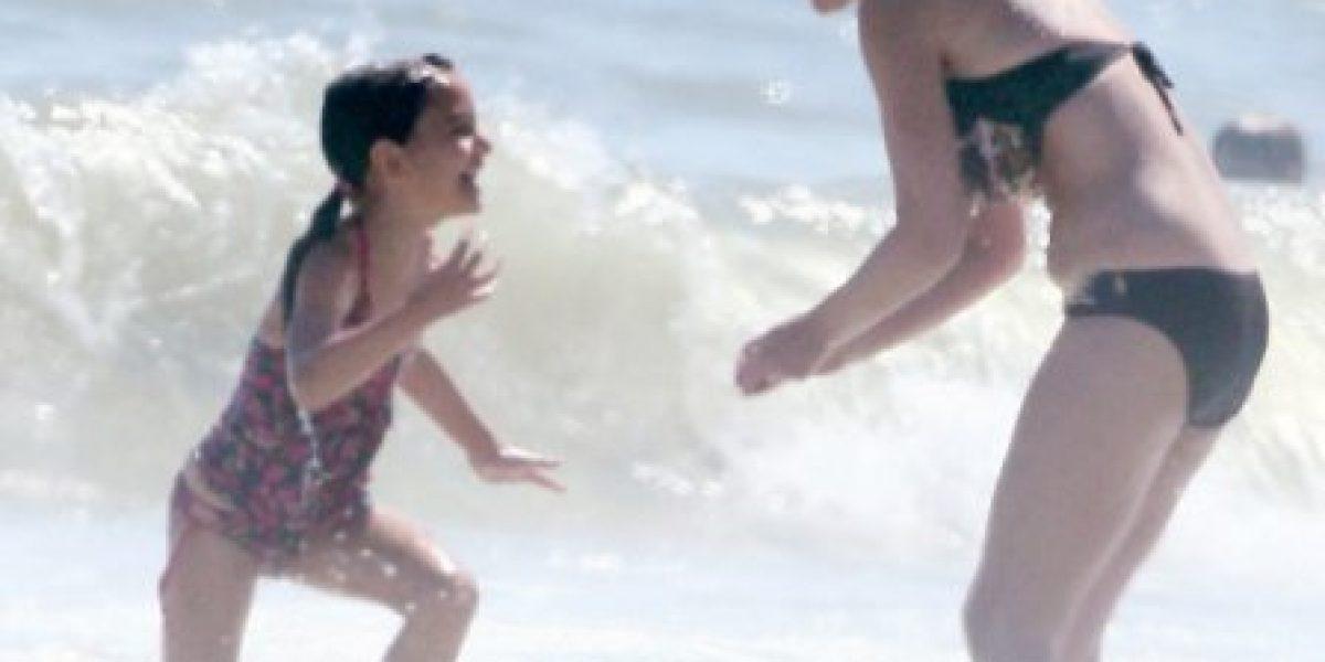 Suri disfruta de la playa junto a su familia materna en Nueva York