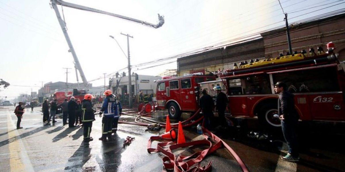 Fotos Incendio afecta a pub y  bodega en la comuna de Recoleta