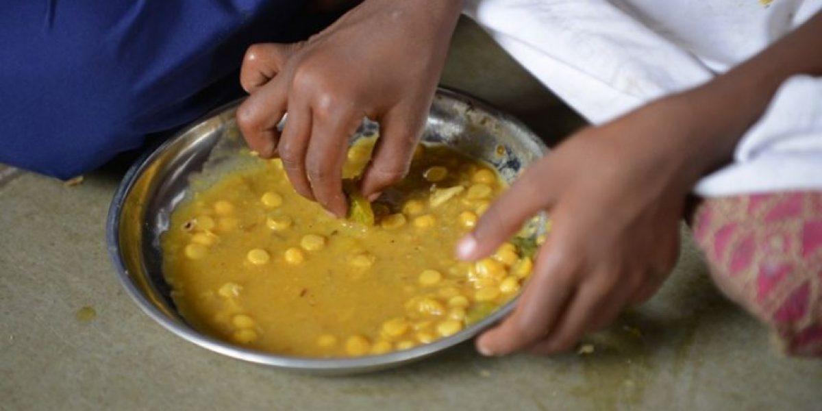 [FOTOS] Horror en la India: 21 niños muertos tras ingerir comida gratis en una escuela