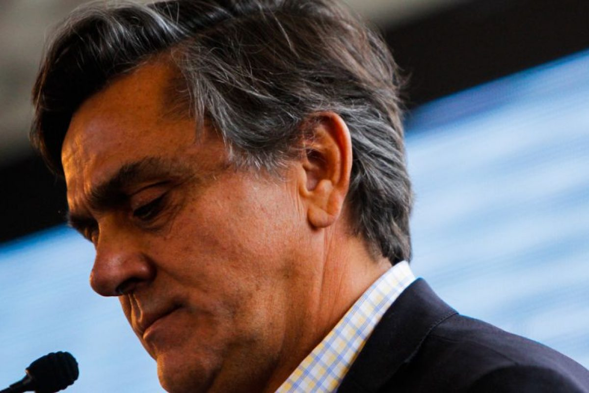 El día en que el candidato por la Alianza, Pablo Longueira, abandonó su campaña presidencial, actores políticos de diferentes sectores políticos se refirieron al escenario que enfrenta el pacto de la UDI y RN. Foto:AGENCIA UNO. Imagen Por: