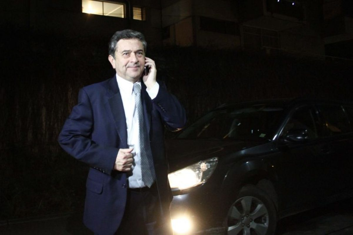 El senador Juan Antonio Coloma, tras la renuncia a la candidatura presidencial de Pablo Longueira. Foto:AGENCIA UNO. Imagen Por: