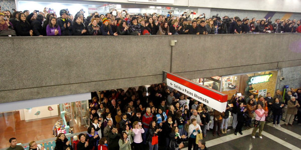 Los Jaivas celebran 50 años en el Metro y emocionan a los pasajeros