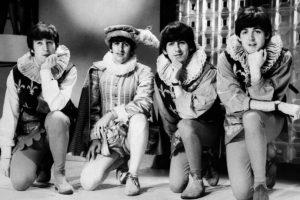 The Beatles. Los Beatles son sin duda una de las bandas más exitosas de la historia, pero sabías que los cuatro jóvenes fueron rechazados con un fuerte concepto: 'no nos gusta su sonido y su música no tendrá éxito'. Por supuesto todos sabemos que eso no sucedió. Foto:AFP. Imagen Por: