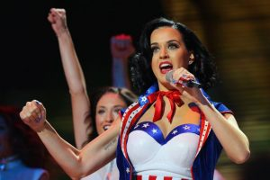 Katy Perry no consiguió el éxito de la noche a la mañana. Katy, a los 15 años, realizó un disco de góspel-rock que no gustó. A los 17 años se mudó a los Ángeles con la idea de convertirse en cantante, después de haber fracasado con otras dos disqueras. Fue hasta cuando comenzó a escribir sus propias canciones que la cantante estadounidense consiguió la fama. Foto:Getty. Imagen Por: