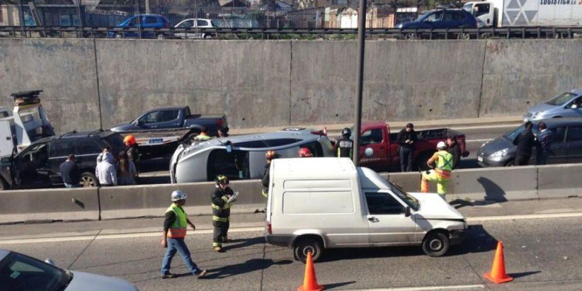 [FOTOS] Accidente en Autopista Central: Auto volcó tras participar en una colisión múltiple